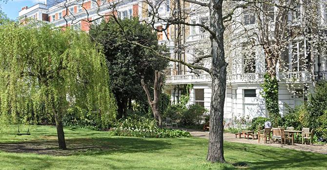 Ladbroke Gardens <br> W11